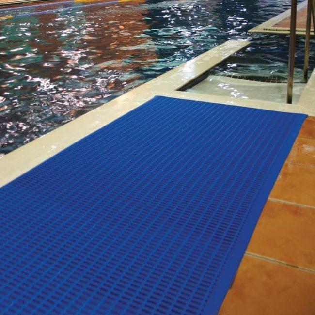 mata basenowa niebieska antypoślizgowa